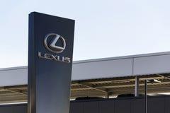 Logotipo do carro de Lexus na frente do negócio que constrói o 25 de fevereiro de 2017 em Praga, república checa Fotografia de Stock