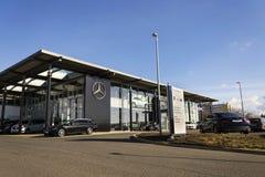 Logotipo do carro de Mercedes-Benz no negócio que constrói o 25 de fevereiro de 2017 em Praga, república checa Imagem de Stock Royalty Free