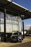 Logotipo do carro de Mercedes-Benz no negócio que constrói o 25 de fevereiro de 2017 em Praga, república checa Imagem de Stock