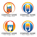 Logotipo do conceito da bateria elétrica e da tomada Foto de Stock Royalty Free