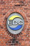 Logotipo do EDC em uma parede fotos de stock royalty free