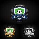 Logotipo do futebol no fundo preto Verde e escuro - molde azul do projeto do logotipo do crachá do futebol do futebol, molde do l ilustração do vetor