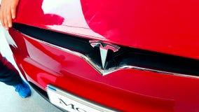 Logotipo do tipo do carro de Tesla filme