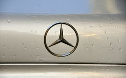 Logotipo do tipo do Benz de Mercedes Fotografia de Stock Royalty Free