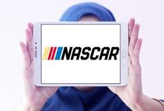 Logotipo el competir con auto de NASCAR foto de archivo libre de regalías
