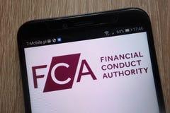 Logotipo financeiro da autoridade da conduta indicado em um smartphone moderno fotos de stock