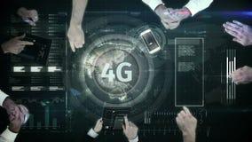 logotipo 4g en un bot?n en la tabla num?rica rodeada por los hombres de negocios stock de ilustración
