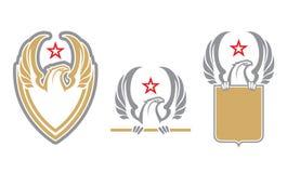 Logotipo heráldico de Eagle con el escudo y la estrella stock de ilustración