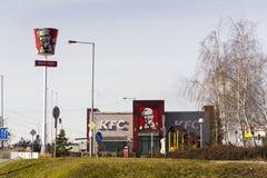 Logotipo internacional da empresa do restaurante do fast food de KFC o 25 de fevereiro de 2017 em Praga, república checa Imagem de Stock