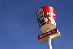 Logotipo internacional de la compañía del restaurante de los alimentos de preparación rápida de KFC el 25 de febrero de 2017 en P Foto de archivo