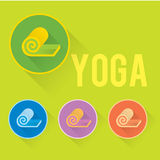 Logotipo liso da ioga ou da aptidão com esteira Imagens de Stock Royalty Free