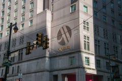 Logotipo na fachada desta no centro cidade encontrada hotel, Philadelphfia do hotel de Marriott fotografia de stock royalty free