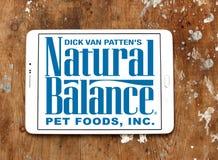 Logotipo natural del alimento para animales de la balanza Imágenes de archivo libres de regalías