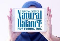 Logotipo natural dos alimentos para animais de estimação do equilíbrio Foto de Stock Royalty Free