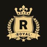 Logotipo real del diseño con el escudo, la corona, la guirnalda del laurel y la cinta Plantilla de lujo del logotipo para la comp stock de ilustración