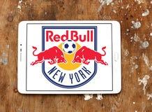 Logotipo rojo del club del fútbol de los toros de Nueva York imagenes de archivo