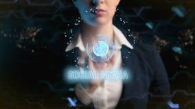Logotipo social dos meios A mulher de negócio futurista, usa um holograma da bola do mundo ilustração royalty free