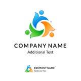 Logotipo torcido colorido brillante con la gente unida Foto de archivo libre de regalías