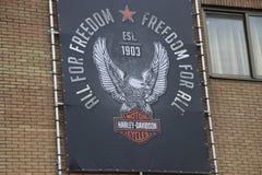 Logotipo y cresta de Harley Davidson en una tienda local en la guarida aan IJssel de Nieuwerkerk cerca de Rotterdam en los Países imágenes de archivo libres de regalías