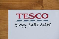Logotipo y lema de Tesco Imágenes de archivo libres de regalías