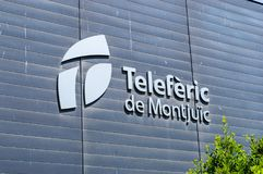 Logotipo y muestra de Teleferic de Montjuic en la estación del teleférico imágenes de archivo libres de regalías