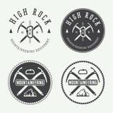 Logotipos del alpinismo del vintage, insignias, emblemas Foto de archivo