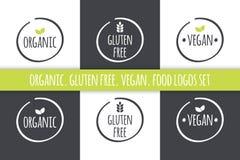 Logotipos do alimento ajustados Etiquetas sem glúten orgânicas do vegetariano Símbolos do branco cinzento do vetor com folhas ver Imagens de Stock
