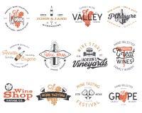Logotipos do vinho, grupo de etiquetas Adega, loja de vinho, coleção dos crachás dos vinhedos Símbolo retro da bebida Vinho tipog ilustração stock