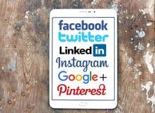 Logotipos y marcas sociales de los sitios web del establecimiento de una red fotografía de archivo libre de regalías