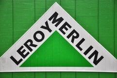 Logotyp av det Leroy Merlin företaget Arkivbild