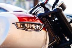 Logotype das motocicletas de Triumph na bicicleta do vintage Foto de Stock