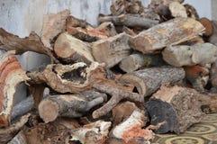 Logs combinados mal para o fogo Fotografia de Stock