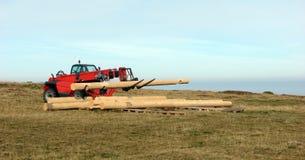Logs do transporte da empilhadeira fotografia de stock