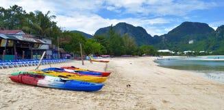 Loh Dalum plaża przy Phi Phi wyspą, Tajlandia Obraz Stock