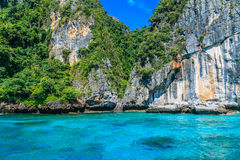 Loh sa MA Bucht der Eingang zu Mayabucht Phi Phi Islands-andaman s Stockfotografie