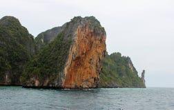 Loh samah baai bij phi-phi eiland, krabi Thailand Stock Afbeelding