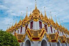 Loha Prasart ou castelo do metal em Wat Ratchanadda em Banguecoque, Tail?ndia imagem de stock royalty free