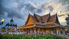 Loha Prasat и виски Wat Ratchanadda на заходе солнца Стоковые Изображения