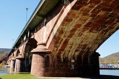 Lohr A. strömförsörjning (Tysklandet) - historisk bro royaltyfri foto