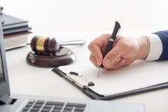 Loi, conseil et concept de services juridiques Avocat et mandataire ayant la réunion d'équipe au cabinet d'avocats photos stock