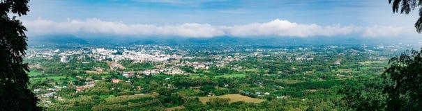 Loie-Stadtprovinz auf Draufsicht von Pru BO bot Bergblick Stockbilder