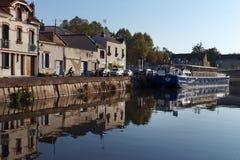 Loing-Kanal in Montargis-Stadt stockbilder