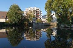Loing-Kanal in Montargis-Stadt lizenzfreies stockbild