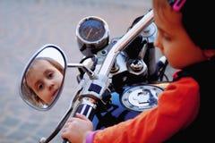 Lois pour d'enfant de conducteurs le concept 18 au-dessous de E images libres de droits