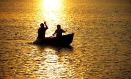 Aviron dans le lac. Image stock