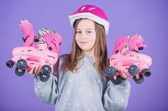 Loisirs et mode de vie actifs Passe-temps de l'adolescence de patinage de rouleau Patinage allant d'ann?es de l'adolescence joyeu photographie stock libre de droits