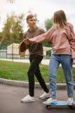 Loisirs romans d'amour de relations de date d'adolescent Photos libres de droits