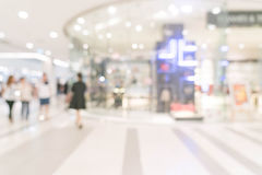 loja abstrata do borrão no shopping luxuoso imagens de stock royalty free