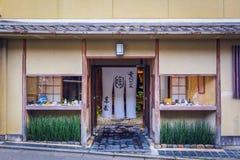 Loja cerâmica japonesa imagens de stock