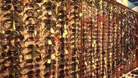 Loja com óculos de sol 4K filme